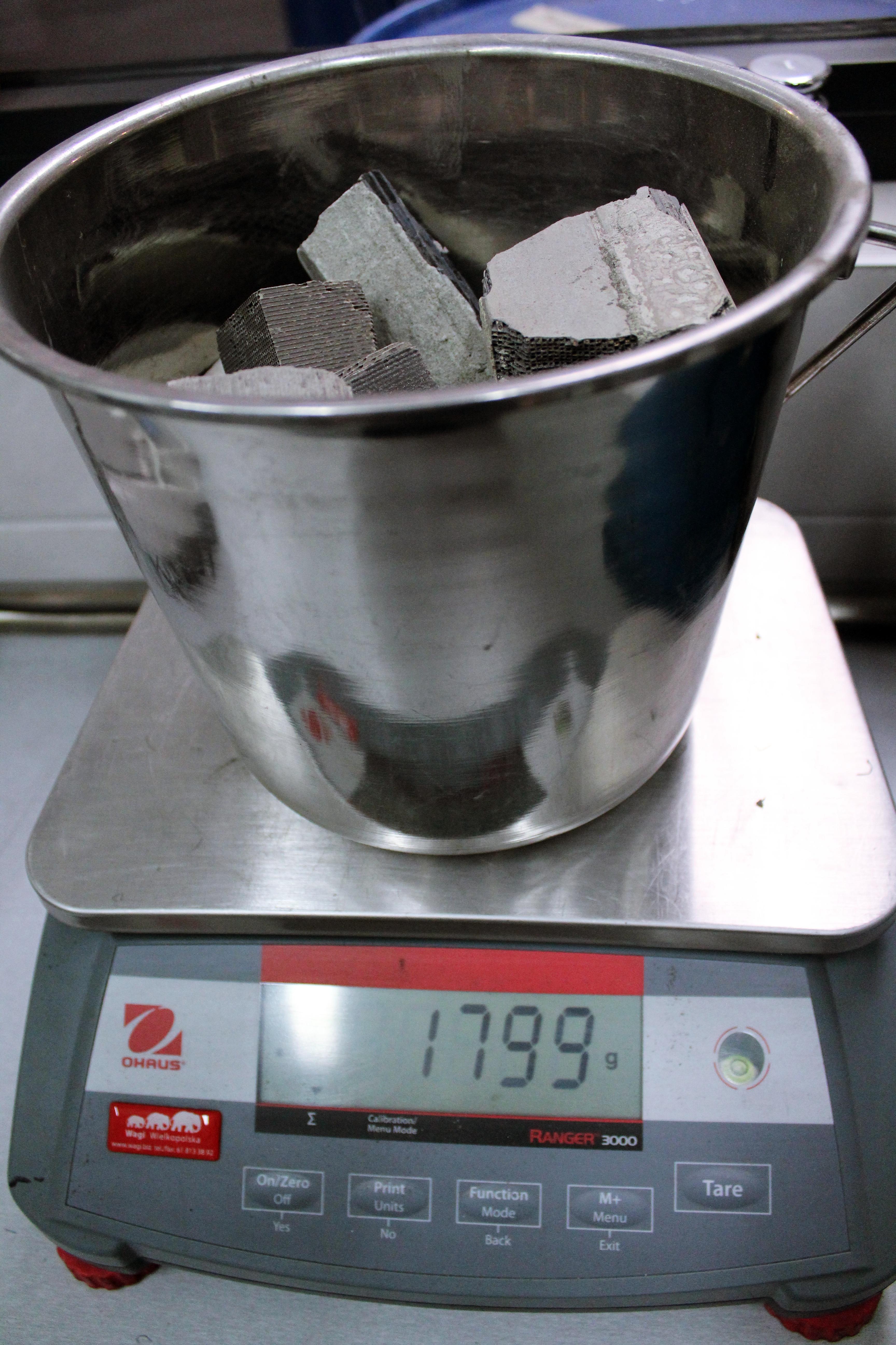 Ważenie monolitu ceramicznego